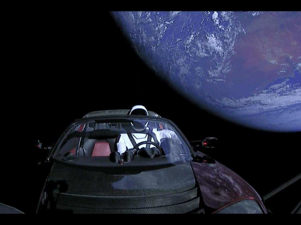 Lancement Falcon Heavy avec une Tesla dans l'espace